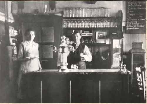 Der Pächter der Sportlerkantine, Robert Laux mit Frau um 1930