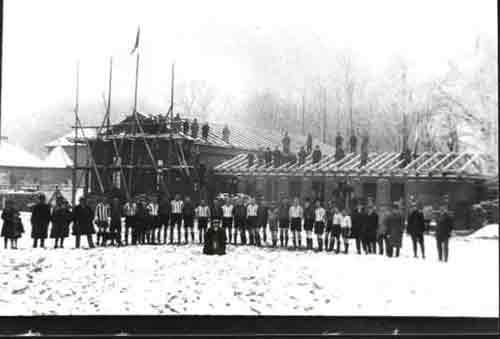 Bau der Turnhalle und des Vereinsheimes Anfang 1926
